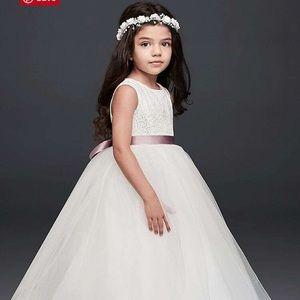 Gorgeous white flower girl dress worn once!